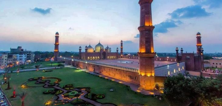 مسجد بادشاهی چهارمین مسجد بزرگ جهان