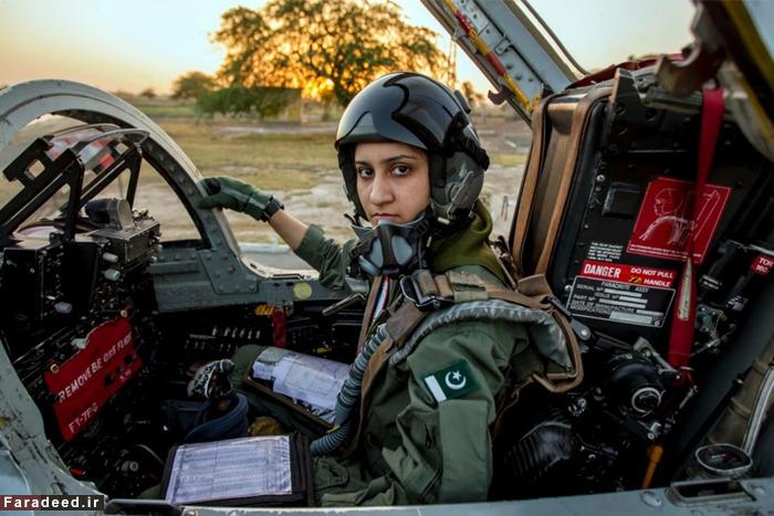 خلبان نظامی زنِ