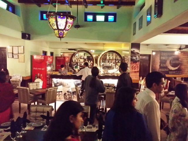0 1969-restaurant-islamabad singers