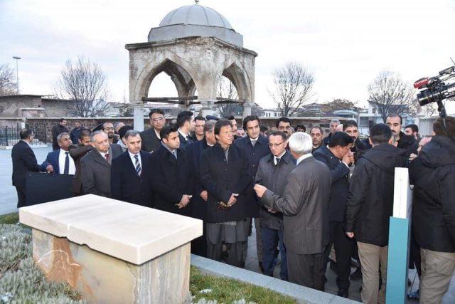 مزار یادبود اقبال