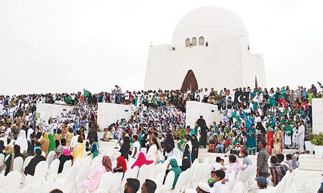 people-at-tomb-of-jinnah-karachi
