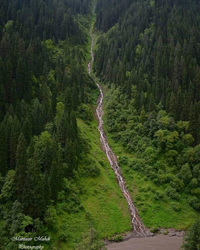 -A-Beautiful-Stream-Somewhere-in-Neelum-Valley-Photo-Credits-Muntaizr-Mahdi
