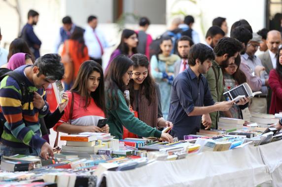 دانشگاه علوم مدیریت لاهور در نمایشگاه کتاب