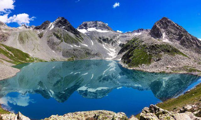 A-stunning-view-of-Mastij-Lake-beyond-Janshai-meadows