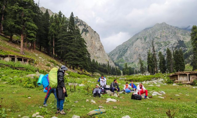 9 Trekkers and tourists are taking a break in Janshai meadows.