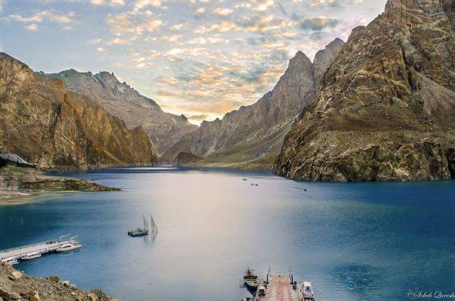 دریاچه آتاباد در دره هونزا، گیلگیت-بلتستان