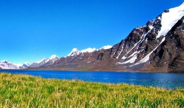 دریاچه کارامبار در دره ایشکومن، گیلگیت و بلتستان