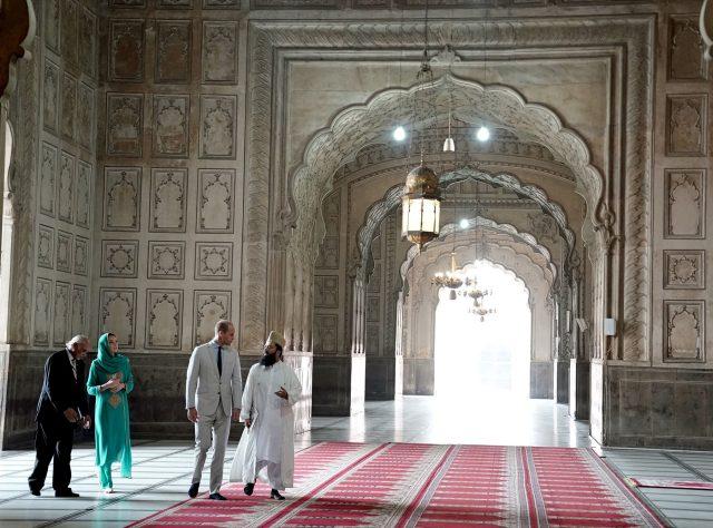 Britain's Prince William and Catherine, Duchess of Cambridge visit the Badshahi Mosque in Lahore, Pakistan October 17, 2019