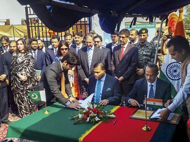 Pakistan and India sign an agreement on the Kartarpur corridor