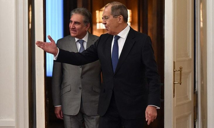 Russia's Foreign Minister Sergei Lavrov (R) welcomes Pakistan's Foreign Minister Shah Mehmood Qureshi (L) during his visit in Moscow on December 26, 2018. (Photo by Vasily MAXIMOV / AFP)