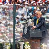 Trump seeks presidential moment in rally with 100,000 Indians