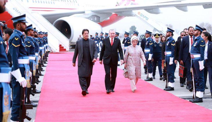 Pakistan's Prime Minister Imran Khan walks with Turkish President Tayyip Erdogan on his arrival in Islamabad