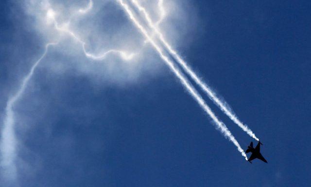 A-Pakistani-fighter-jet-F-16-flies-over-Karachi