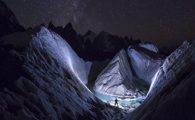 LED light to 'paint' the snow at Karakoram