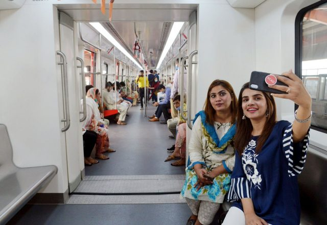 Pakistan-opens-first-metro-line-after-years-of-delays