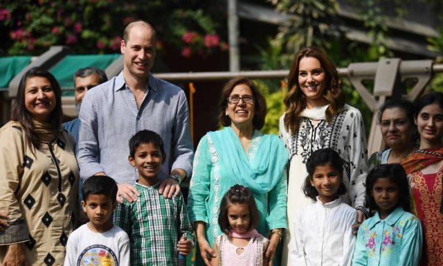 Kate Middleton, Prince William play game