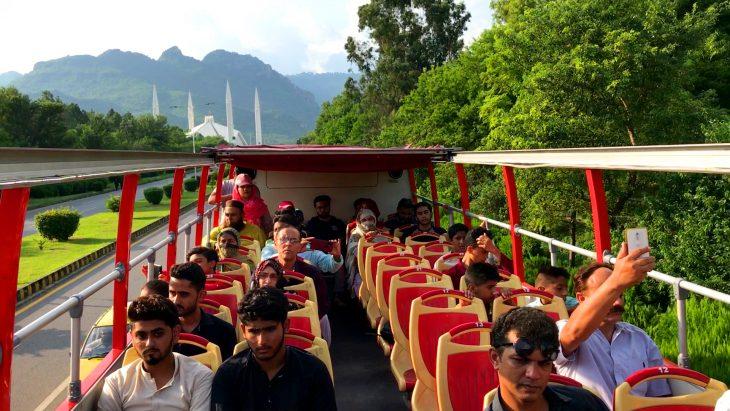 اسلام آباد ڈبل ڈیکر بس پر
