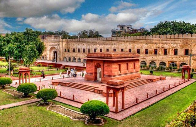 Tomb-of-Allama-Iqbal-Lahore-Pakistan-
