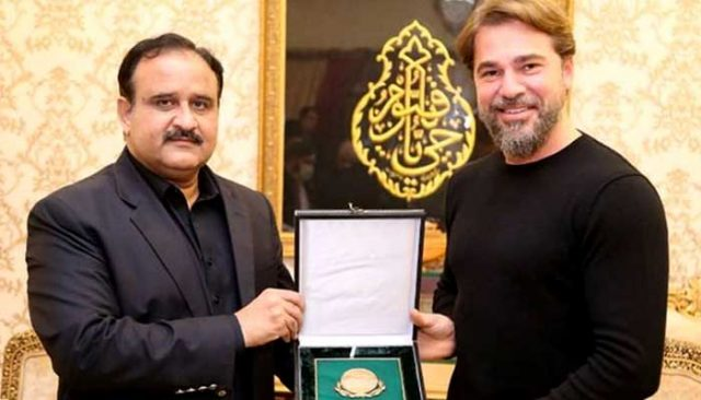Engin Altan in Pakistan What gifts did Usman Buzdar give the Ertugrul star