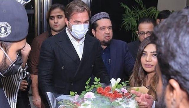 Ertugrul Star Engin Altan Duzyatan Having Great Time in Lahore