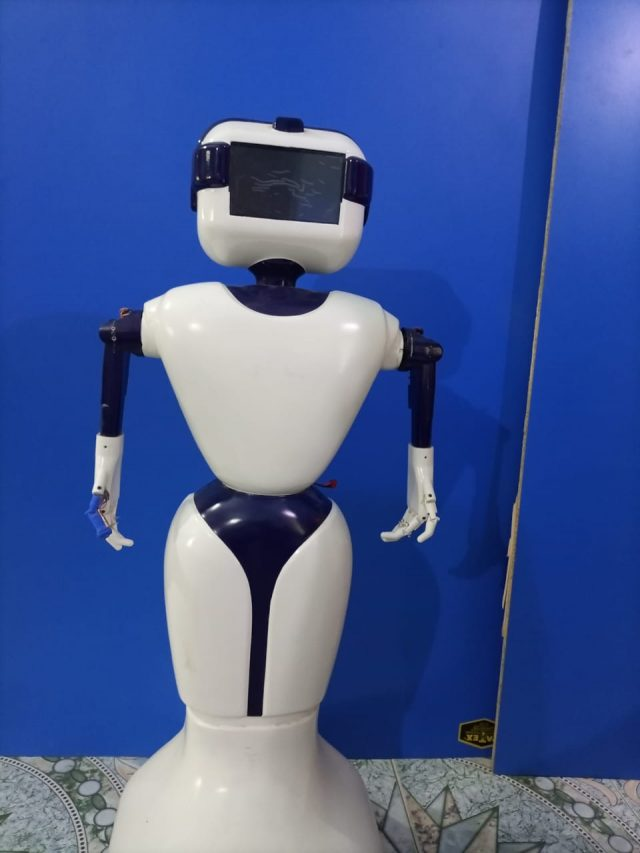 Robot made to help Covid patients