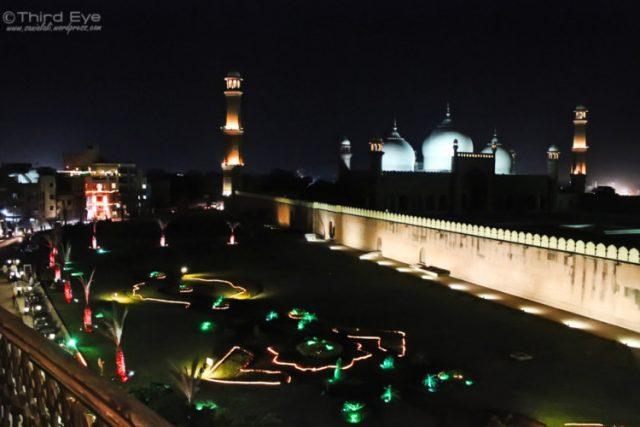 8Badshahi-Mosque-and-Food-Street