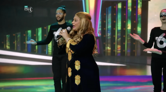 Naseebo Lal, Aima Baig and Young Stunners sang the PSL 6 anthem