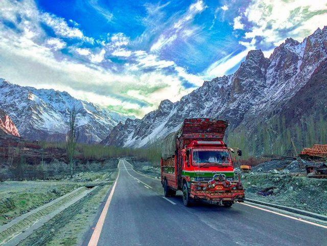 12 Colorful Pakistani trucks