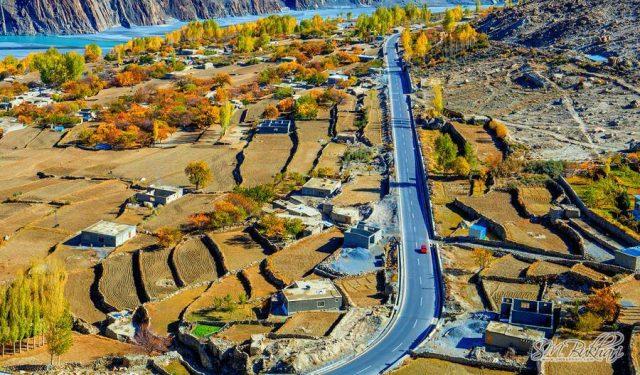 19 Karakoram-Highway-in-Hussaini-Village-Gojal