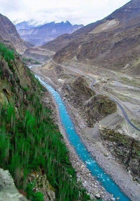 2 Hunza-River-and-Karakoram-Highway