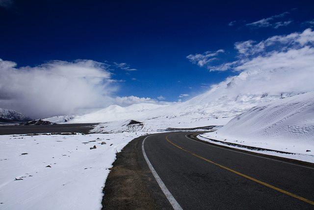 Karakoram-Highway-snow-1