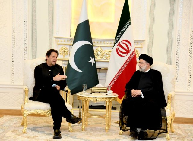 11 imran khan meets H.E. Ebrahim Raisi, President of Iran at Dushanbe 3