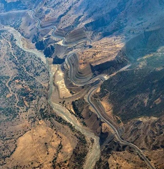 Highway, DI Khan to Zhob, through Sulaiman Mountain Range